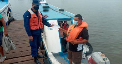 Fuerza Naval durante inspección realizada a una lancha