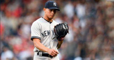 Jonathan Loáisiga portando el traje de los Yankees de Nueva York.