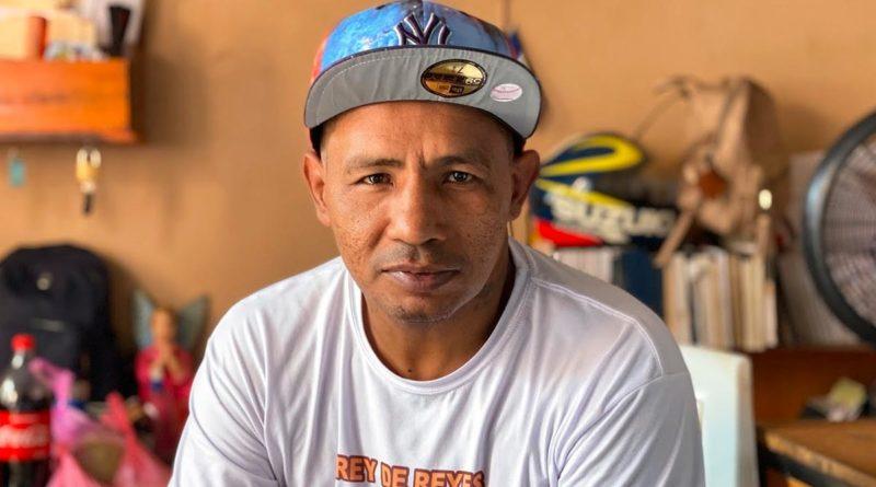 Ricardo Mayorga en su vivienda en Managua.