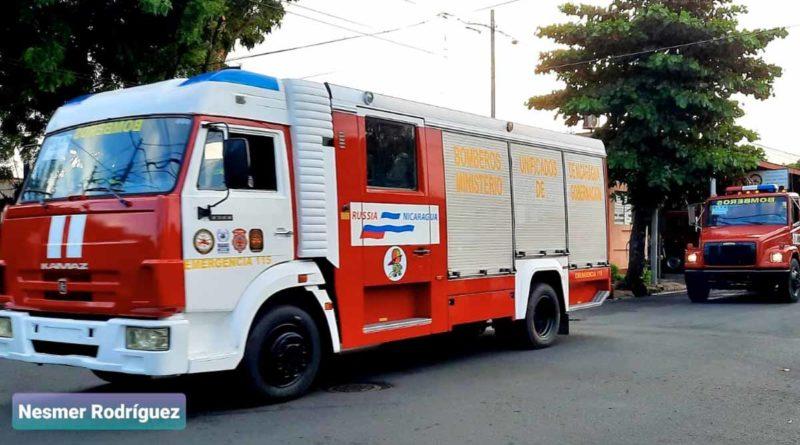 Camiones de bomberos que brindarán atención a las familias de El Coral