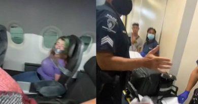 Mujer es atada con cinta adhesiva tras intentar abrir la puerta de un avión