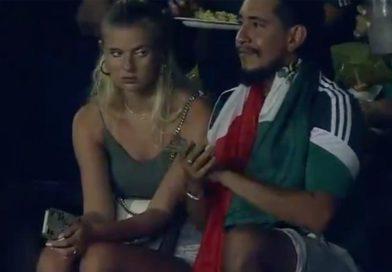 Todo lo hace por amor, es lo que algunos pensaron al ver a una mujer que se hizo viral por aburrirse con su cita durante el partido de fútbol