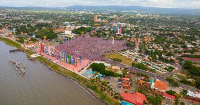 Cientos de miles de nicaragüenses congregados en la Plaza La Fe de Managua, celebrando un aniversario más del Triunfo de la Revolución Popular Sandinista