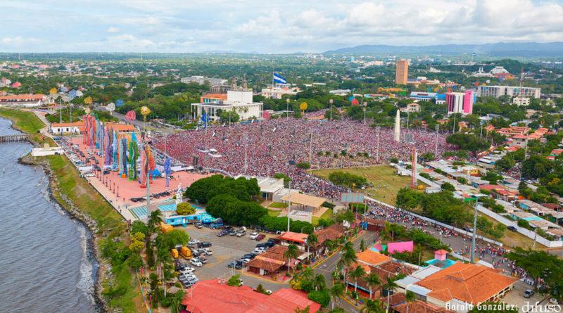 Cientos de miles de nicaragüenses congregados en la Avenida de Bolívar a Chávez de Managua, celebrando el 40 aniversario del triunfo de la Revolución Popular Sandinista.