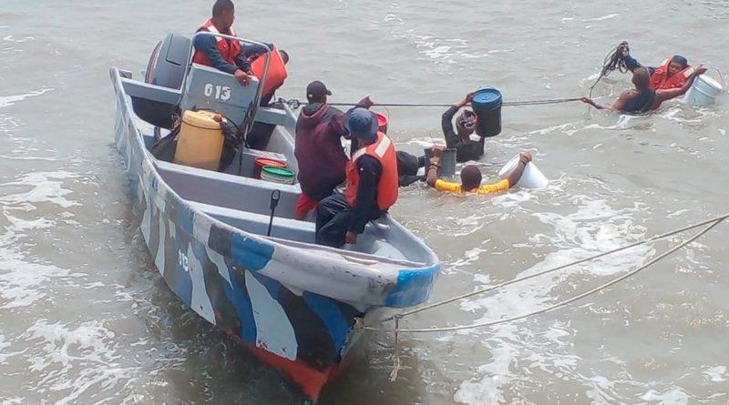 Efectivos militares durante rescate de 6 tripulantes al norte de Puerto Cabezas