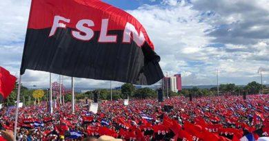Bandera del Frente Sandinista de Liberación Nacional de Nicaragua en la Plaza