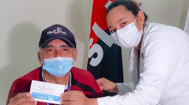 Paciente después de aplicar la vacuna Sputnik V