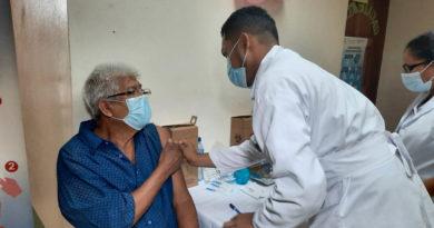 Médicos del MINSA vacunan a personas mayores de 50 en Masaya