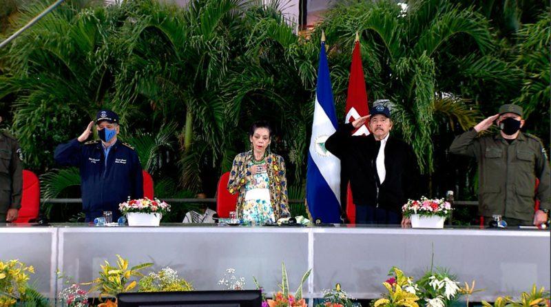 Comandante Daniel Ortega, Compañera Rosario Murillo, General de Ejército Julio Cesar Avilés Castillo y Primer Comisionado Francisco Díaz Madriz, Director General de la Policía Nacional, en acto del 41 Aniversario de la Fuerza Naval del Ejército de Nicaragua