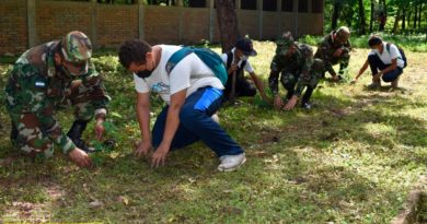 Efectivos militares durante la siembra de plantas en un municipio de Chinandega