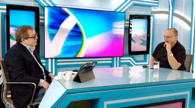 William Grigsby junto al director de la Revista En Vivo, Alberto Mora.