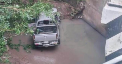Camioneta involucrada en el accidente ocurrido en el kilómetro 233 de la carretera a Nueva Guinea