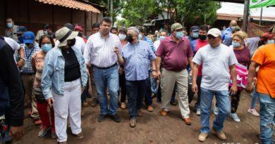 Comerciantes del Mayoreo junto al Secretario General de la Alcaldía de Managua, Fidel Moreno