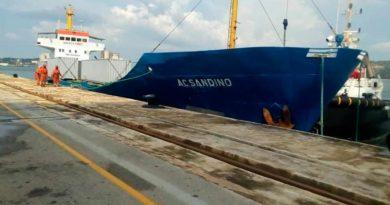 Barco General Augusto C. Sandino a su llegada al puerto cubado Mariel