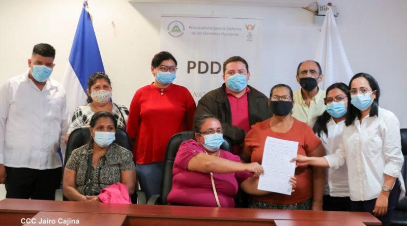 Víctimas del terrorismo golpista denuncian a Berenice Quezada por apología del delito, llamados a la violencia y al odio ante la PDDH.