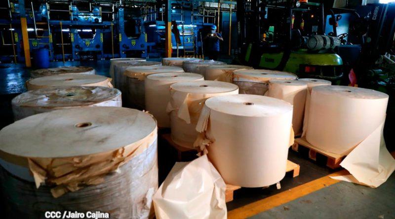 Bodegas del periódico La Prensa llenas de abundante papelería disponible para que dicha empresa pueda continuar imprimiendo su periódico.