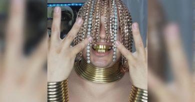 Dan sur influencer con cabello de oro