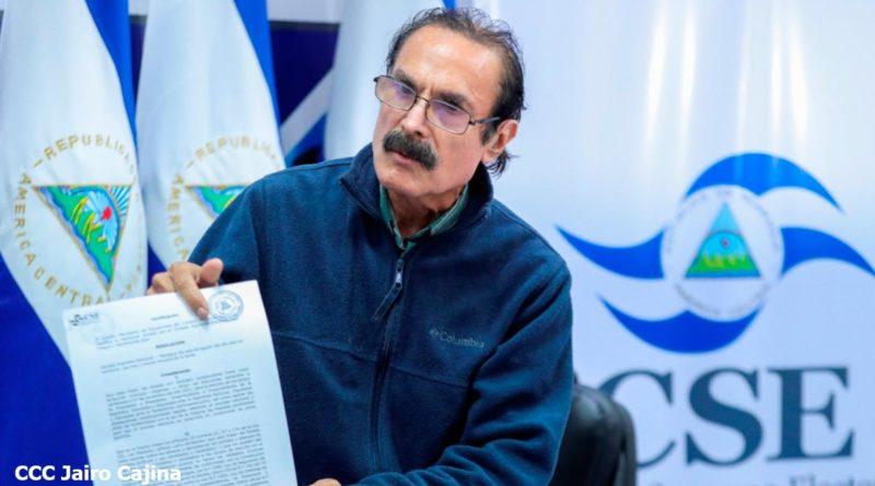 Secretario de Actuaciones del Consejo Supremo Electoral (CSE), Luis Luna.