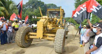 Maquinaria del MTI iniciando con la construcción de la carretera Ochomogo – Las Salinas en Rivas