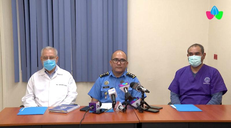 Autoridades de la Policía Nacional y el Instituto de Medicina Legal durante conferencia de prensa