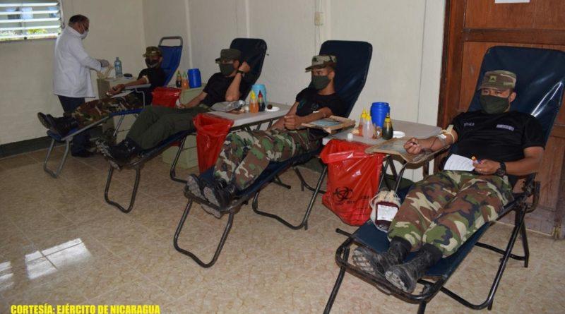 Efectivos del Ejército de Nicaragua participando en jornada de donación de sangre en Estelí