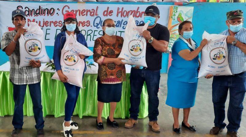 Gobierno Sandinista entrega bonos tecnológicos a familias productoras de Quezalguaque