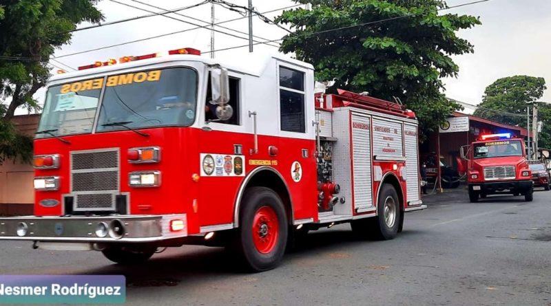 Camión y cisterna que partieron a la nueva estación de bomberos en La Concepción, Masaya
