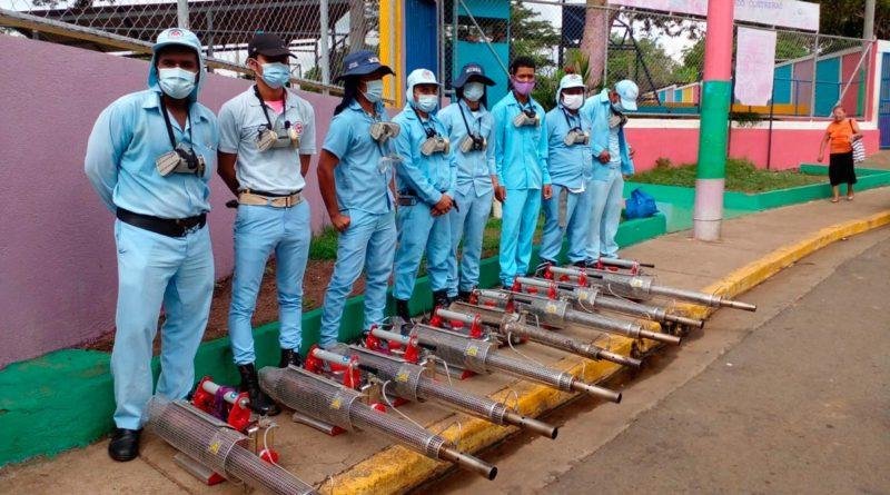 Brigadistas del Ministerio de Salud de Nicaragua en el Barrio Eduardo Contreras de Managua