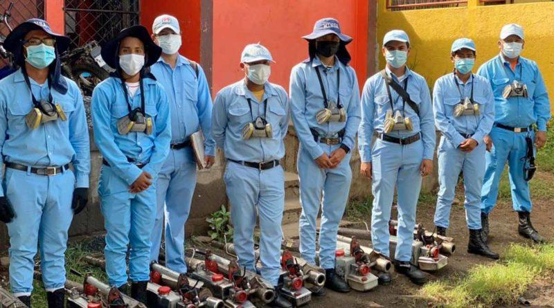 Brigadistas del Ministerio de Salud durante la visita realizada a los Laureles Norte