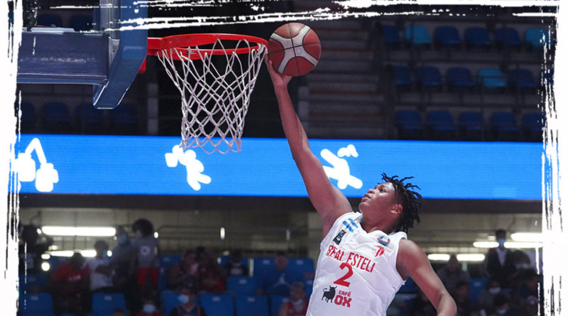 Jugador del Real Estelí en uno de los primeros juegos de la Liga Superior de Baloncesto 2021.