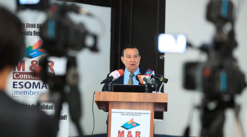 Raúl Obregón, gerente general de M&R Consultores durante la presentación de la encuesta, Nicaragua Rumbo a Noviembre 2021 9na Ola.