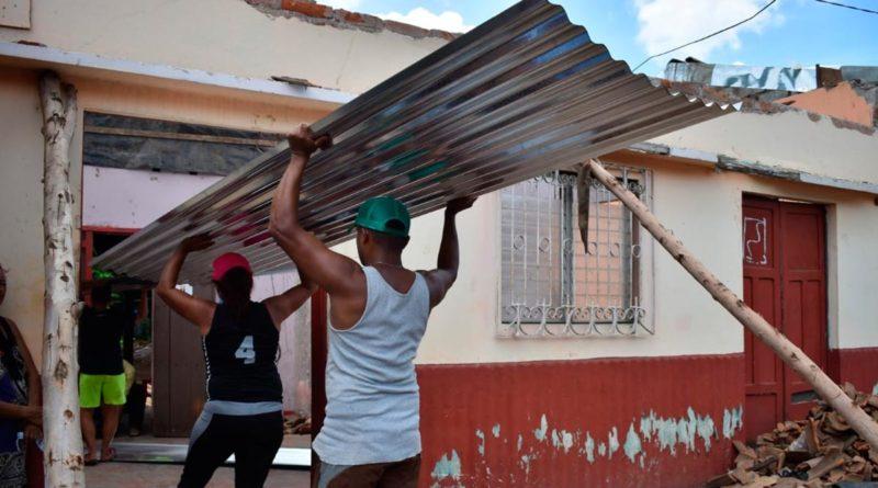 Plan Techo siendo entregado a familias afectadas por las lluvias en el departamento de León.