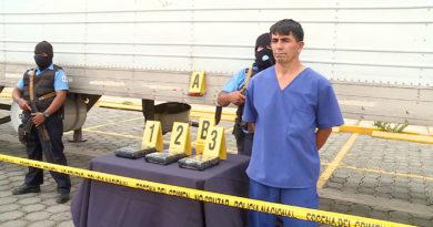 Santos David Acosta Sires de nacionalidad salvadoreño, durante la presentación de la Policía Nacional de Nicaragua, sobre la incautación de 3 kilos de cocaína en El Guasaule.
