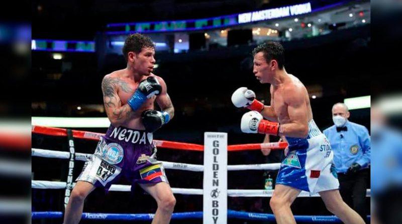 Rene Alvarado durante pelea