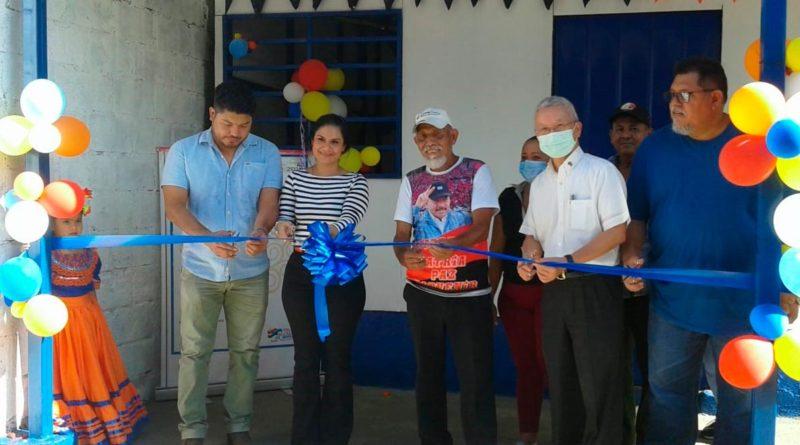 Representantes de la Alcaldía de Managua y la Embajada de Taiwán, junto al Protagonista Rafael de Jesús Cruz, en la entrega de Vivienda Digna en el Barrio Rubén Darío, Distrito I, Managua.
