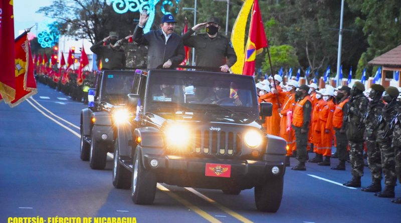 Desfile Militar Pueblo Ejército en conmemoración del 42 aniversario de su constitución