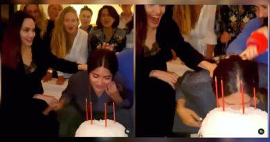 Angelina Jolie metió la cara de Salma Hayek en su pastel de cumpleaños