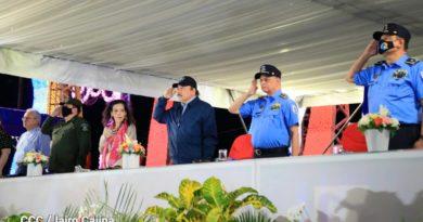 Comandante Daniel Ortega, Compañera Rosario Murillo, Primer Comisionado, Francisco Javier Díaz Madriz y el general de Ejército Julio Cesar Avilés Castillo en el 42 Aniversario de la Policía Nacional.
