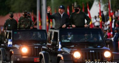 Presidente Comandante Daniel Ortega, junto al Comandante en jefe del Ejército de Nicaragua, general de Ejército Julio Cesar Avilés Castillo.
