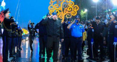 Presidente Daniel Ortega junto al Primer Comisionado, Francisco Javier Díaz Madriz, Director General de la Policía Nacional en el desfile policial de la Policía Nacional.