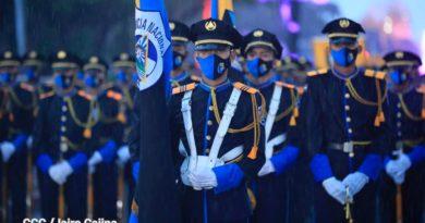 Elementos de la Policía Nacional de Nicaragua en el desfile policial en honor al 42 Aniversario su fundación