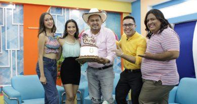 Juan Caldera en el programa Es Mi Día junto a Mabel Canales, Junior Cuadra, Idis Rodríguez y Liber.