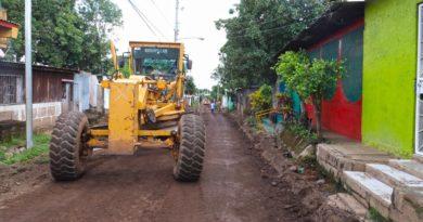 Maquinaria de la Alcaldía de Managua en las obras en el barrio Carlos Núñez Sur en el Distrito 7 de la capital.