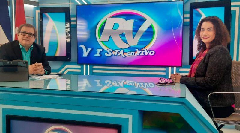 Reyna Rueda, alcaldesa de Managua junto al director de la Revista En Vivo, Alberto Mora.