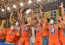 Jugadores del Frente Sur Rivas al coronarse campeón de la Primera División de Voleibol Masculino.