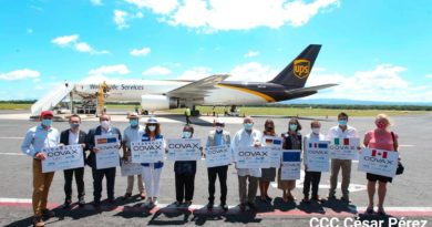 Funcionarios de Nicaragua, OMS/OPS y Embajadores acreditados en Nicaragua, durante la llegada de las vacunas Sinopharm contra la Covid-19.