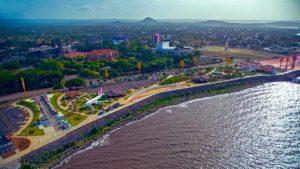 Vistas aérea del paseo Xolotlán en Managua, Nicaragua