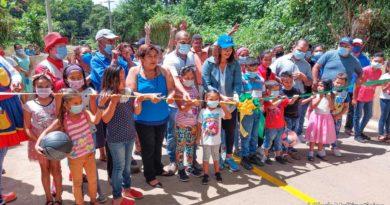 La alcaldesa de Managua, compañera Reyna Rueda en la inauguración del proyecto junto a la población de la Comarca San José de Las Cañadas.
