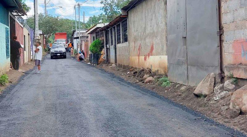 Vista de una de las calles asfaltadas en el barrio Georgino Andrade