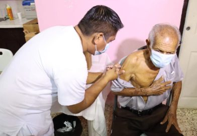 Familias de Managua continúan aplicándose voluntariamente la vacuna contra la Covid-19